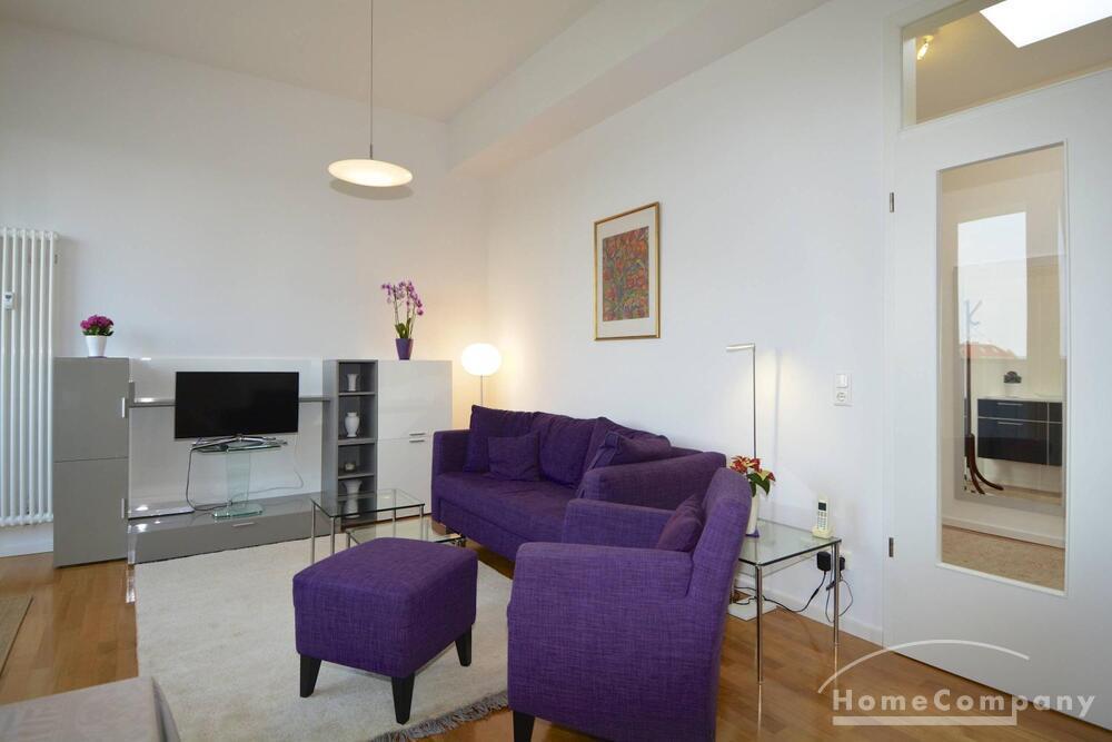 Wunderschöne, helle 3-Zimmer-Dachgeschoss-Wohnung in Berlin Charlottenburg, möbliert